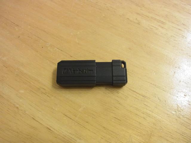 箕面市のお客様 USBメモリデータ復元のご案内