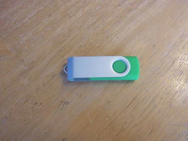 江坂のお客様 USBメモリ故障/データ復元予約